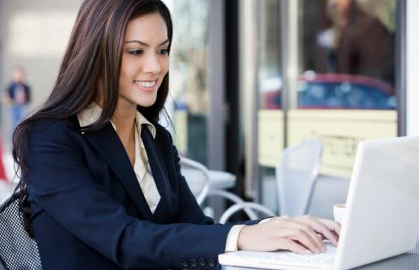 Estrategias de cómo hacer dinero por Internet de forma práctica